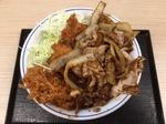 牛カツと牛焼肉の合い盛り丼.JPG